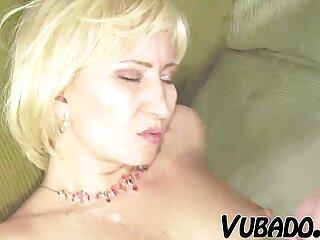 Una matura molto calda che si lascia toccare tutta la figa film porno erotici .