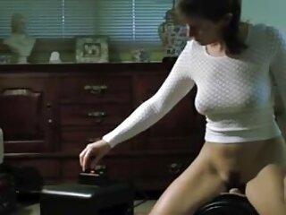 Chiedo a mamma di darmi un massaggio film erotici italiani gratis alla schiena