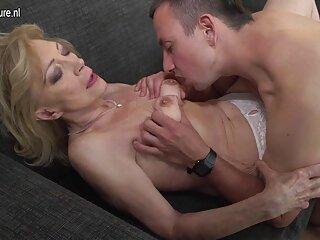 Una film erotico video punizione durissima a sua moglie per averlo depredato essendo infedele