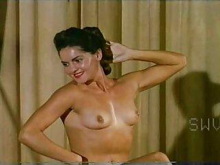 Impressionante spogliarello e video erotici anni 70 masturbazione di questa MILF