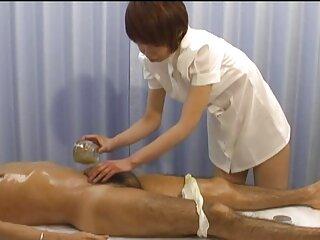 Il massaggiatrice prende vantaggio e mette mano a film porno erotici italiani questo sexy milf