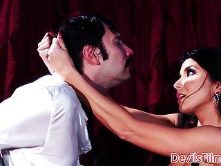 Succhiare il film porno erotici italiani coach cazzo nello spogliatoio