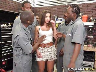 Vai a mostrare, si arriva massaggi erotici italiani a scopare davanti ai clienti!