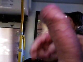 Il massaggiatore tira fuori il film erotici xxx suo cazzo e lei perde la testa .