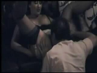 La visita del suo ex marito non era esattamente di film erotici video cui parlare
