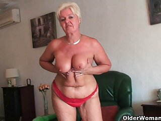 Il video porno erotici big-ass bionda ama cavalcare con un cazzo nel culo