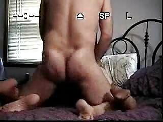 Si video di massaggio erotico scopa la moglie e due amici di sua moglie in un trio