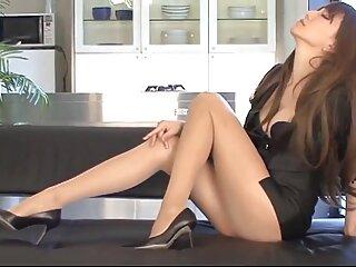 Il nuovo segretario è pronto a tutto. Menù donne mature porno film golfilla